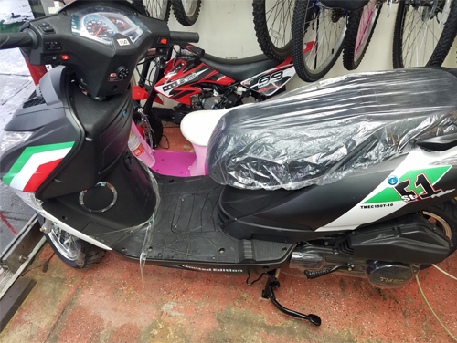 New 150CC Gas Scooter Side View